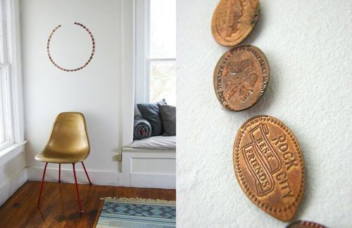 Decoración de pared con monedas